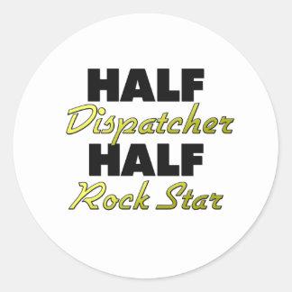 Media estrella del rock del medio despachador pegatina redonda