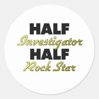 Media estrella del rock del medio investigador pegatinas redondas