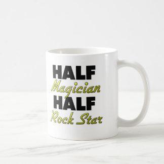 Media estrella del rock del medio mago taza de café
