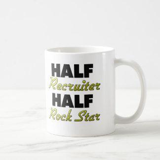 Media estrella del rock del medio reclutador taza de café