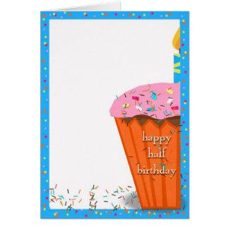 Media magdalena del cumpleaños tarjeta de felicitación