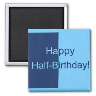 Media tarjeta de cumpleaños imán cuadrado