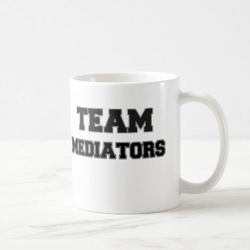 Mediadores del equipo taza básica blanca