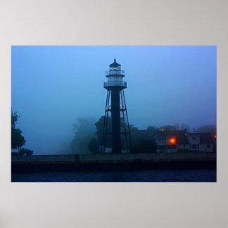 Mediados de faro de niebla del embarcadero póster