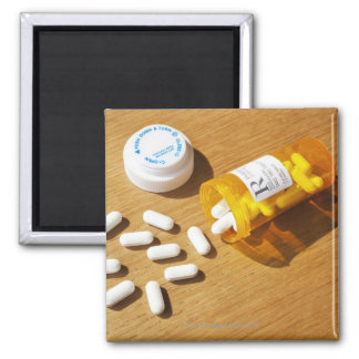 Medicación derramada en la tabla imán de frigorífico