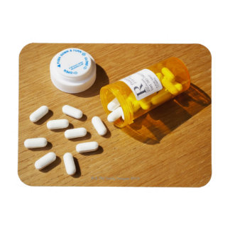 Medicación derramada en la tabla imanes de vinilo