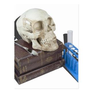 MedicalBooksSkullTestTubes051213.png Tarjetas Postales