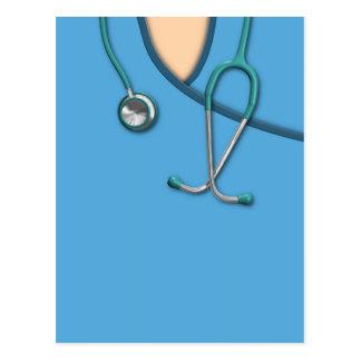 Médico azul friega tarjetas postales