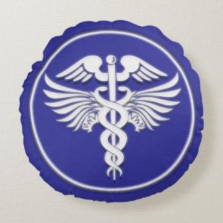 Médico blanco azul del caduceo cojín redondo