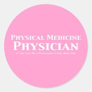 Médico de la medicina física si usted me llama un pegatina redonda