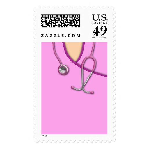 Médico rosado friega franqueo