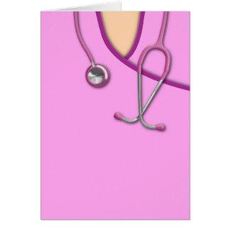 Médico rosado friega tarjeta de felicitación