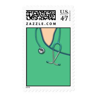 Médico verde friega sellos
