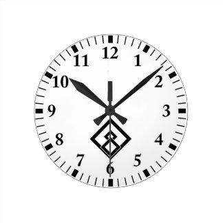 Medida enselvada quebrada reloj redondo mediano