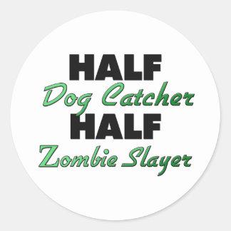 Medio asesino del zombi del colector de perro etiqueta redonda