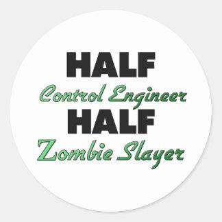 Medio asesino del zombi del ingeniero de control etiqueta redonda