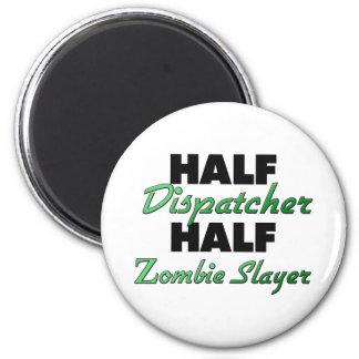 Medio asesino del zombi del medio despachador imán redondo 5 cm