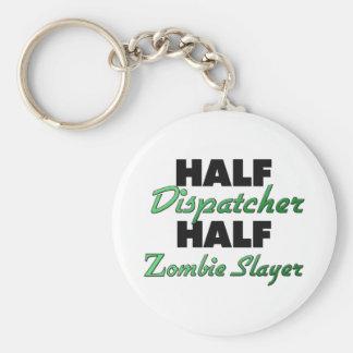 Medio asesino del zombi del medio despachador llaveros personalizados