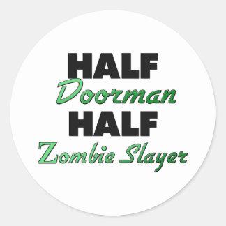 Medio asesino del zombi del medio Doorman Etiqueta Redonda