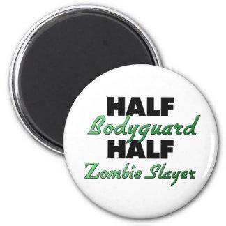 Medio asesino del zombi del medio escolta imán redondo 5 cm