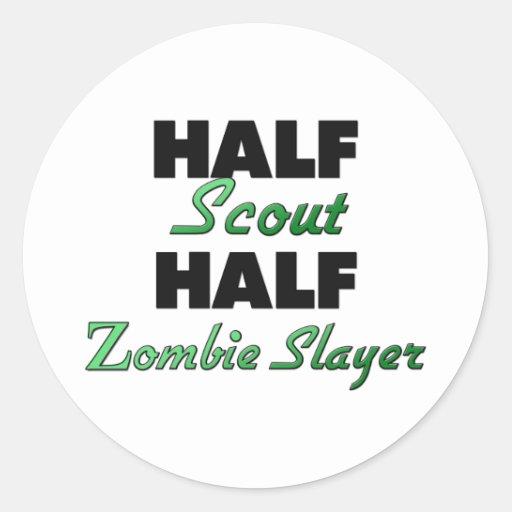 Medio asesino del zombi del medio explorador pegatinas redondas
