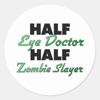 Medio asesino del zombi del medio oculista pegatinas redondas