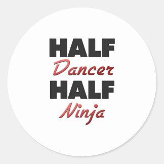 Medio bailarín medio Ninja Pegatina Redonda