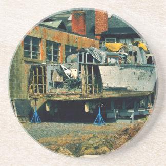 Medio barco en dique seco posavasos personalizados