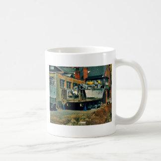 Medio barco en dique seco taza clásica