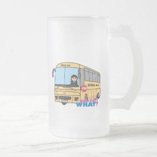 Medio del conductor del autobús escolar taza de cristal