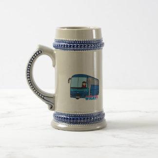 Medio del conductor del autobús taza de café