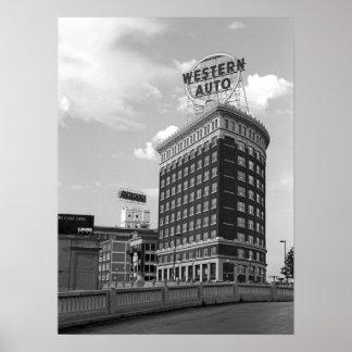 Medio edificio auto occidental del cilindro poster
