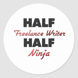 Medio escritor free lance medio Ninja Pegatina Redonda