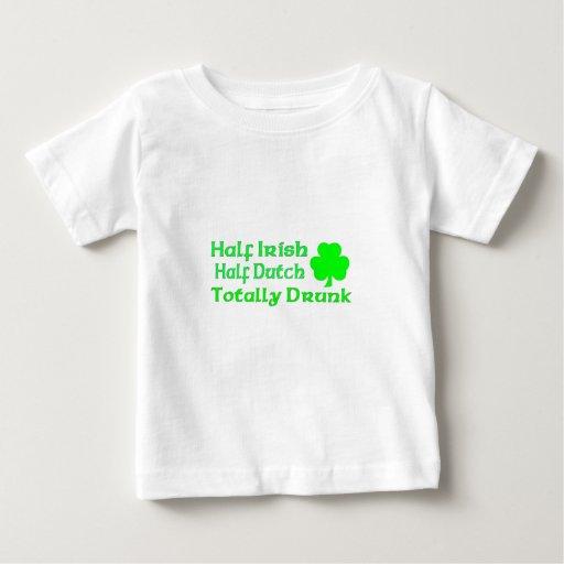 Medio holandés a medias irlandés bebido totalmente camiseta