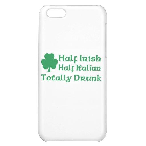 Medio italiano a medias irlandés bebido totalmente