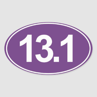 Medio maratón 13,1 millas de pegatina oval (púrpur