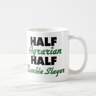 Medio medio asesino agrario del zombi taza básica blanca