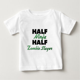 Medio medio asesino del zombi de Ninja Playera De Bebé