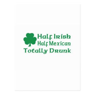Medio mexicano a medias irlandés bebido totalmente tarjeta postal