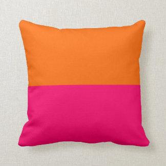 Medio naranja y rosa brillante almohada
