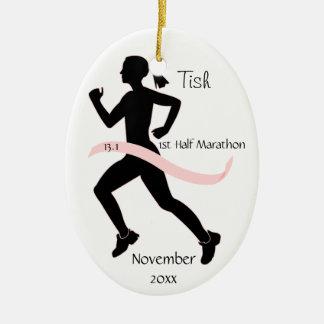 Medio ornamento del corredor de maratón de la adorno navideño ovalado de cerámica