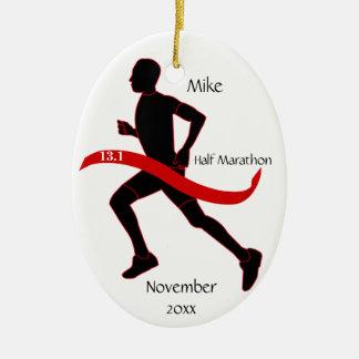 Medio ornamento del corredor de maratón - rojo del ornamentos de reyes magos