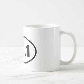 Medio óvalo 13,1 del corredor del maratón taza de café