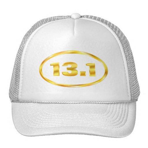 Medio óvalo del maratón del oro 13,1 gorras
