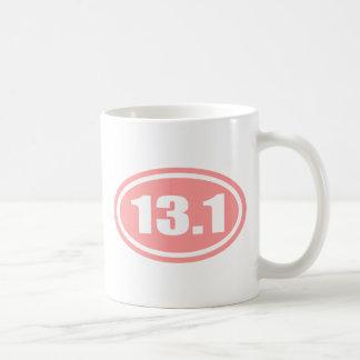 Medio óvalo del maratón del rosa 13,1 taza de café