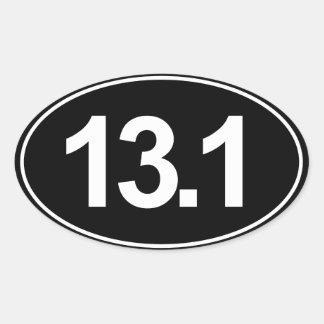 Medio pegatina del óvalo del maratón 13,1 (negro)