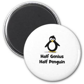 Medio pingüino del medio genio imán redondo 5 cm