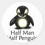 Medio pingüino del medio hombre etiqueta redonda