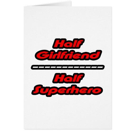 Medio super héroe de la media novia tarjeta
