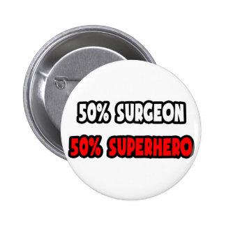Medio super héroe del cirujano… a medias pin redondo 5 cm